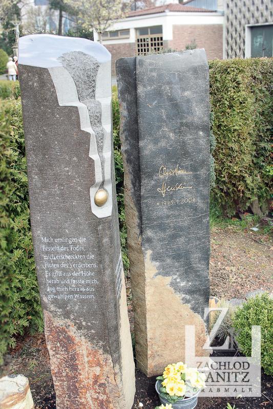 Basaltsäulen mit Ornamt und Orginal Unterschrift des Verstorbenen