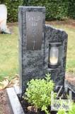 Urnengrab mit Bronzeschriftplatte und Laterne